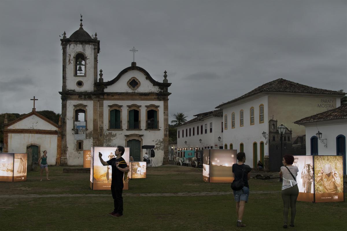 Exposición de Cristina de Middel en Paraty em Foco 2013, Rio de Janeiro, Brasil. Curaduría de Claudi Carreras. Estudio Madalena.