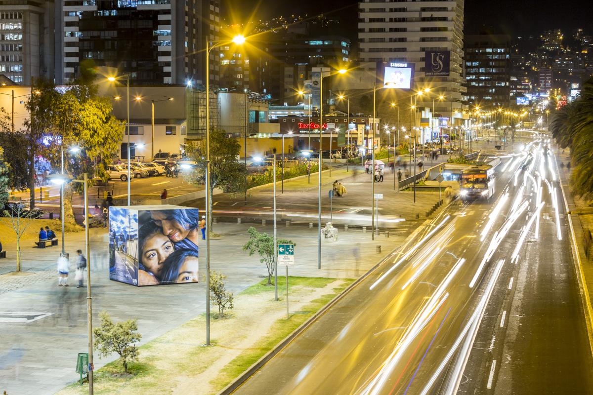Exposición VAQ con imágenes de Marcos López, FLUZ Quito, Secretaría de Cultura de Quito, 2015, Ecuador. Curaduría de Claudi Carreras.