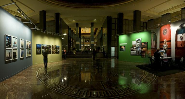 Exposición Resiliencia. Premio del Público a la mejor exposición PhotoEspaña 2009. Instituto Cervantes de Madrid. Curaduría de Claudi Carreras.