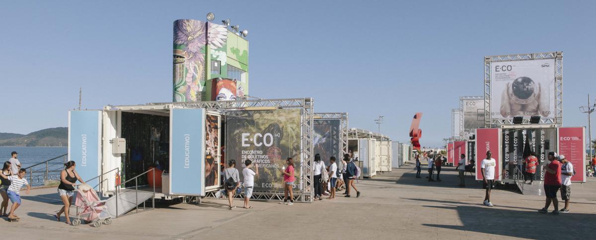 Ciudad de los containers en el SESC de Santos, São Paulo, Brasil 2014. Dirección y curaduría de Claudi Carreras, Estudio Madalena.