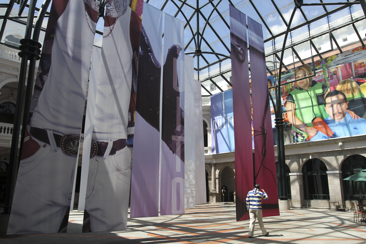Exposición colectiva FLUZ Quito, Secretaría de Cultura de Quito, 2015, Ecuador. Curaduría de Claudi Carreras.